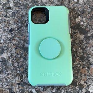 iPhone 11 Otterbox Popsocket Case